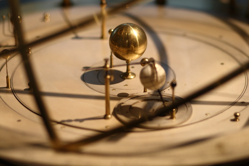 Detail_of_grand_orrery_in_Putnam_Gallery_2,_2009-11-24